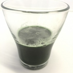 藻のすごい青汁の水溶き