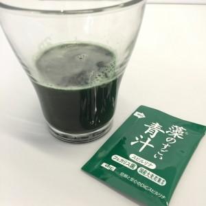 藻のすごい青汁のドリンクと袋