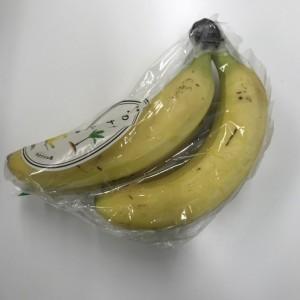 コンビニで買ってきたバナナ