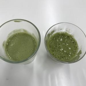 青汁バナナスムージーと牛乳アレンジの比較