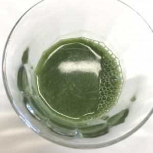 おいしいフルーツ青汁ダイエットを水で溶かしたところ