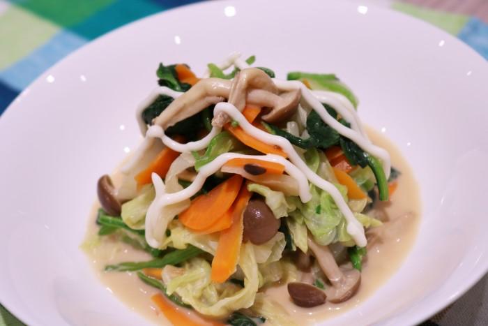 キノコと野菜のマヨ和えが完成した写真