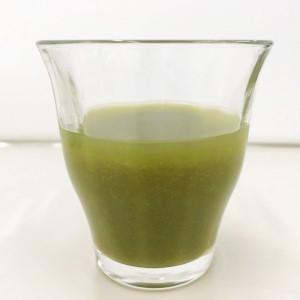 グラスに移した緑でサラナの様子